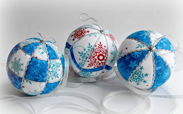 Christmas balls with your hands for 2021