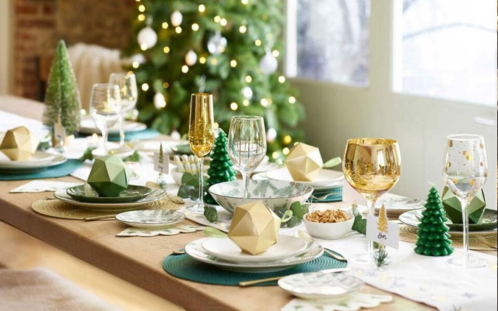 What should be on the new year's table in 2021   in the New year