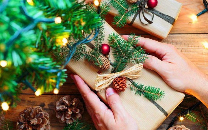 Mom's gifts for the New year 2021: what to give, ideas